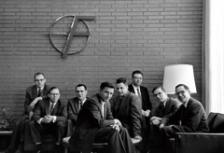 Осемте амбициозни млади инженери, които през 1957 г. създават Fairchild Semiconductor и така полагат основите на Силициевата долина. Сред тях са основателите на Intel Гордън Мур (първият отляво) и Робърт Нойс (по средата, на преден план)