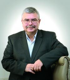"""ЕМИЛ ХЪРСЕВ е един от водещите финансисти и специалисти по доверителни финанси у нас. Управляващ собственик е на консултантска компания """"Хърсев и ко"""", която работи в областта на частното банкиране."""
