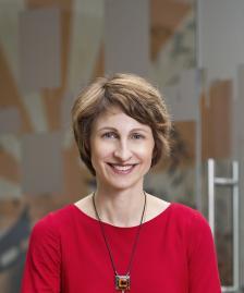 """РАЙНА МИТКОВА е управляващ директор на """"ЕОС Матрикс"""" и председател на Асоциацията на колекторските агенции в България."""