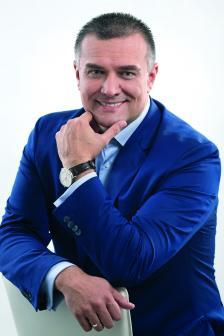 """Александър Димитров е председател на управителния съвет и главен изпълнителен директор на Мтел. Има повече от 15 години опит в телекомуникациите. Той заема настоящата си позиция от 1 октомври 2015 г., когато се присъединява към екипа на Мтел от """"Виваком"""", където е главен търговски директор от 2008 г. Член е на УС на КРИБ."""