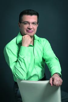 БОЖИДАР НЕЙЧЕВ е един от старшите съдружници на PwC за Централна и Източна Европа. Той започва работа през 1994 г., а е съдружник във фирмата от 2004 г.