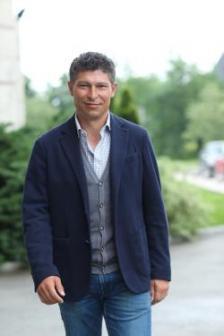 """Красимир Балъков започва кариерата си в """"Етър"""", Велико Търново, през 1989 г., преминава в """"Спортинг"""", Лисабон, а от 1995 до 2003 г. е футболист на """"Щутгарт""""."""