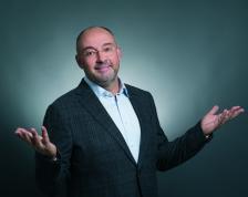 ПЕТЪР ВЕЛИЧКОВ започва своята кариера в OMV България като регионален мениджър през 1999 г., а в периода от 2002-2004 г. поема цялостното управление на веригата бензиностанции на компанията в страната.