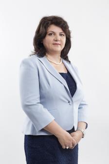 """КРАСИМИРА РАЙЧЕВА е мениджър на Visa за България и представлява бизнес интересите на компанията в страната. Ръководител е и на кампанията на Visa за повишаване на финансовата грамотност в българските училища """"Нашите пари""""."""