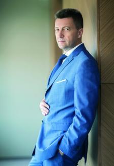ПЕТЪР АНДРОНОВ е председател на кънтри тийма на КВС Груп за България, кънтри мениджър на КВС Груп за България, председател на УС на СИБАНК и на ОББ, главен изпълнителен директор на СИБАНК и на ОББ.