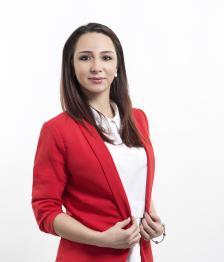 """СИМОНА СТОЯНОВА е творчески директор и организатор външни прояви на националната платформа за интериорен и продуктов дизайн """"Дибла"""" oт 2014 г."""