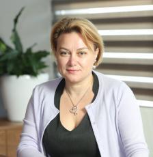"""АНТОНИЯ СЪБЕВА е изпълнителен директор на """"Мениджмънт Файненшъл Груп"""" (MFG). Притежава магистърска степен по счетоводство и финанси от УНСС."""