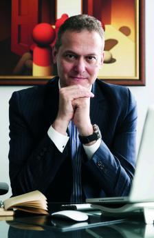 НИКОЛАЙ НЕДЕЛЧЕВ е основател и изпълнителен директор на най-голямата специализирана група за маркетингови комуникации в България - Publicis One, която скоро празнува 20. юбилей.