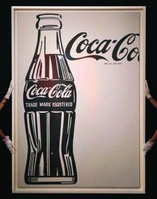 """Миналата година през май едно произведение на изкуството беше продадено на търг в """"Сотбис"""" в Ню Йорк. Беше тази картина на голяма бутилка Coca-Cola на Анди Уорхол от 1962 г. Цената беше  35 млн. долара"""