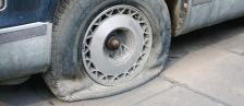 В Стокхолм има помощници, които безплатно ще  ви сменят гумата на улицата