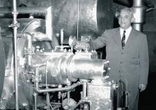 Уилис Кериър през 1922 г. със своето изобретение - първия съвременен климатик