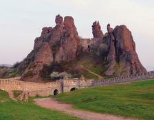 Ако внимателно се вгледате в Белоградчишките скали, ще видите Конника, Ученичката, Мадоната, Адам и Ева...