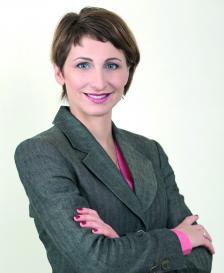"""РАЙНА МИТКОВА е член на борда на директорите на Федерацията на европейските национални колекторски асоциации (FENCA). Председател е на Асоциацията на колекторските агенции в България и управител на една от най-големите компании на пазара по изкупуване и събиране на вземания """"ЕОС Матрикс""""."""