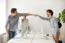 Работа сред приятели означава работа със страст