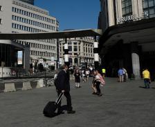Брюкселското тракане на багажни колелца е леко досаден знак за това как навиците ни да се придвижваме може неочаквано да се окажат не съвсем съвместими с транспортната ни инфраструктура