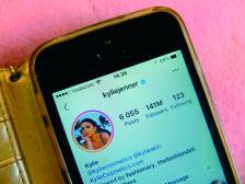 Кайли Дженър, основателка на Kylie Cosmetics, има 141 млн. последователи. Списъка с най-печелившите инфлуенсъри в социалната мрежа може да видите тук: https://www.hopperhq.com/blog/instagram-rich-list/