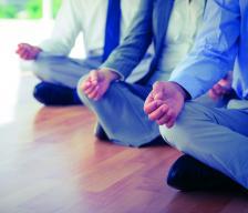 Йога структурира важни правила, които са от помощ, когато наистина не е възможно да излезете на малка разходка по време на 8-часовия си работен ден