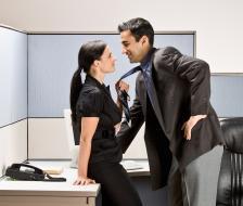 HR-ите единодушно апелират влюбените да проявяват дискретност и да не парадират с връзката си
