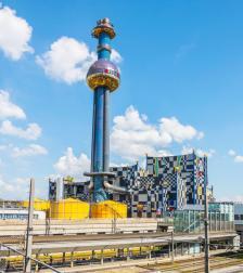 """Проектираният от Фриденсрайх Хундертвасер завод за преработка на отпадъци """"Шпителау"""" осигурява ток и парно на част от Виена"""