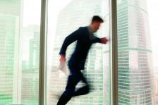 много работодатели често с лекота, ако не и с желание, се разделят с лоялни и квалифицирани служители